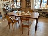Massivholz-Tisch in Kernbuche